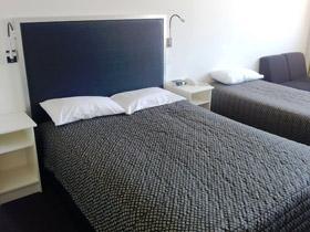 atlantic tower motor inn glenelg wiki australia. Black Bedroom Furniture Sets. Home Design Ideas